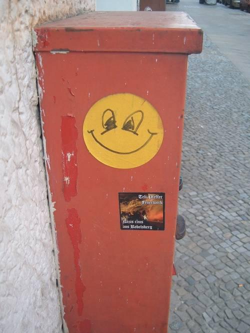 Berlin grinst gelb /><br /> <img src=