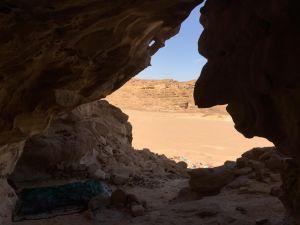 Nachtlager: Höhle, gemachtes Bett