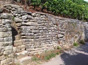 Weinbergstaffel, Mauer mit Bauch