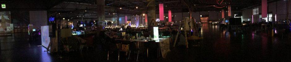Hackcenter bei Nacht