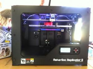 ohm2013, Makerbot, beim Druck einer Yoda-Büste