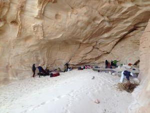 Nachtlager, eine windgeschützte Höhle