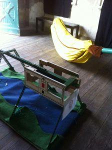 Schwebe- und Bananenbahn, beide noch im Aufbau