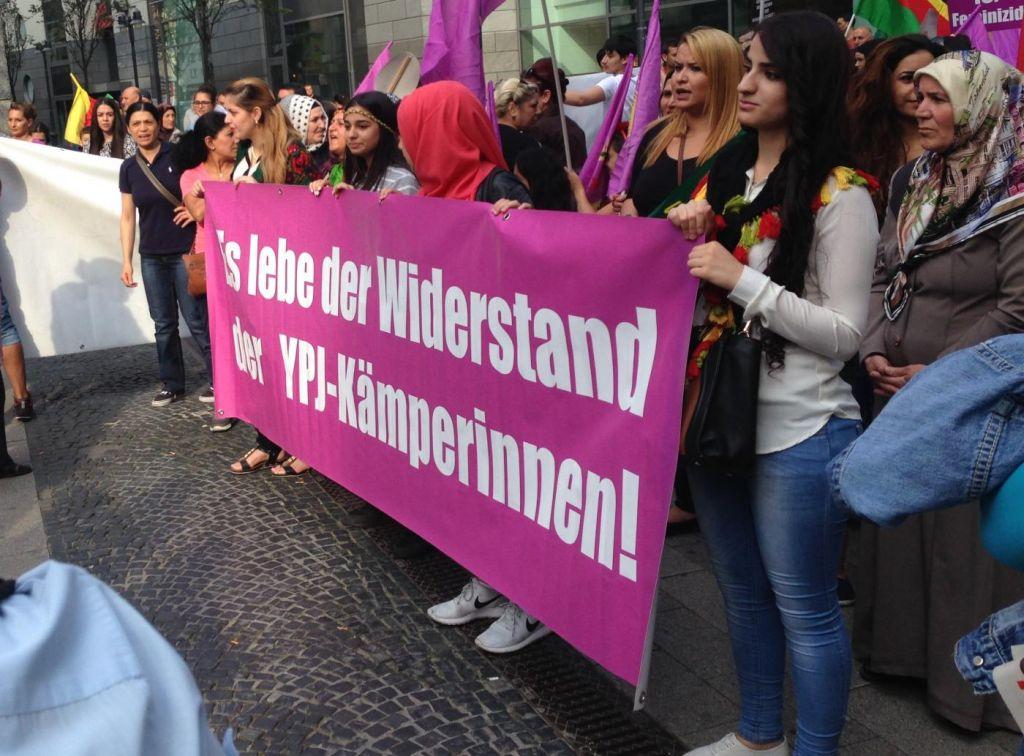 Kundgebung pro YPJ, die Frauenbrigade der YPG